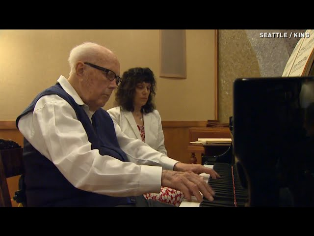 100-year-old-pianist-is-so-good-he-makes-people-cry.jpg