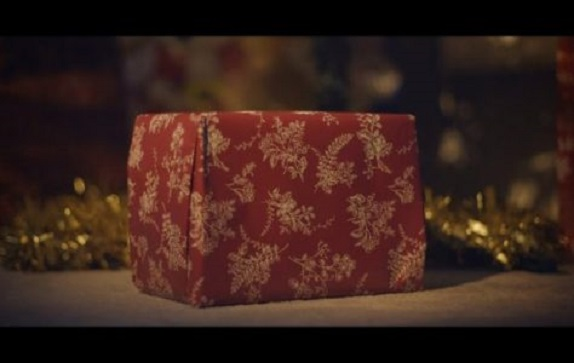 love-is-a-gift-8211-a-christmas-short-film-JHX0btJYcyI-700x394-474x300.jpg