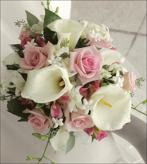 2e6hhee   beautiful roses and lilly arrangement.jpg